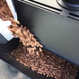 vesuvius k-stove buitenhaard bijvullen met pelletkorrels